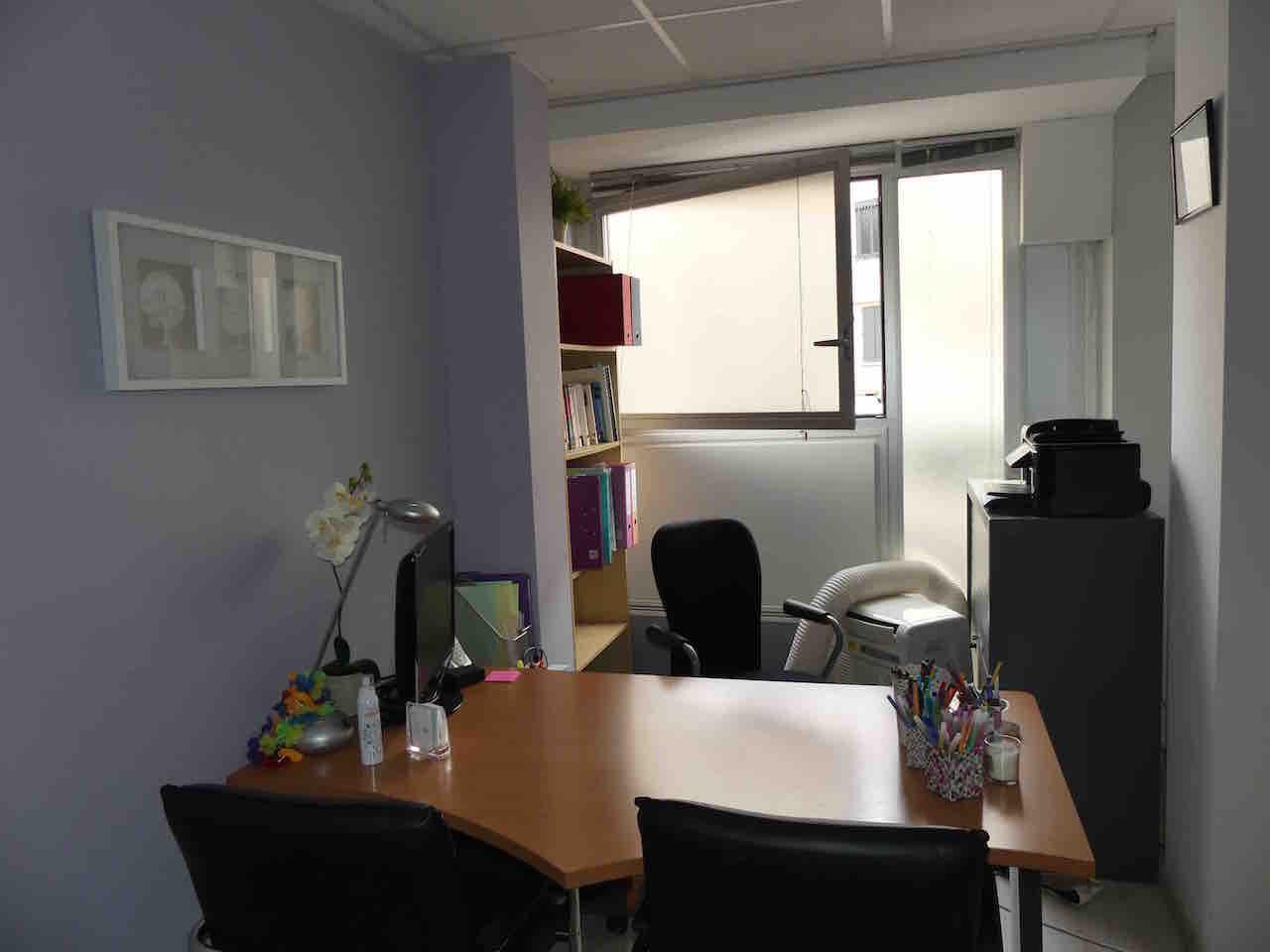 seconde vue du bureau de consultation de mon cabinet de lyon psychologue lyon. Black Bedroom Furniture Sets. Home Design Ideas